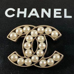 CHANEL Silver Glass Pearl Brooch